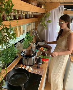 caravan decor 192880796528633873 - hat's what you call an organised kitchen! Tiny House, Bus House, Bus Life, Camper Life, School Bus Camper, Bus Living, Tiny Living, Kombi Home, Motorhome