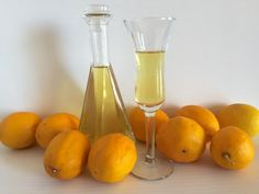 You can make limoncello at home with this simple recipe. Put this lemon liqueur in a nice bottle with a handmade tag for a beautiful gift. Lemon Liqueur, Ginger Liqueur, Lemon Vodka, Cherry Liqueur, Making Limoncello, Limoncello Recipe, Cordial Recipe, Orange Sanguine, Quart Size Mason Jars