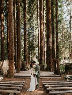 woodsy forest wedding ceremony ideas wedding locations 15 Incredible Forest Wedding Ceremony Ideas - Oh Best Day Ever Redwood Wedding, Yosemite Wedding, Woodsy Wedding, Wedding In The Woods, Green Wedding, Redwood Forest Wedding, Wedding In The Mountains, Woods Wedding Ideas, Woodland Wedding Dress
