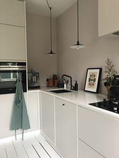 36 small kitchen ideas that will make your home look fantastic 025 Kitchen Cabinet Remodel, Kitchen Cabinet Design, Kitchen Interior, Kitchen Dinning, Kitchen Decor, Ikea Kitchen, Dining, Kitchen Ideas, Neutral Kitchen Designs