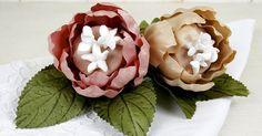 Em formato de flor, forminhas para doces combinam com casamento na primavera