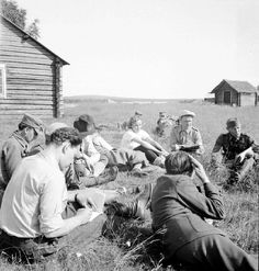 Journalists listening to officer's report Continuation War - photo credit: Northern Ostrobothnia museum - Finland