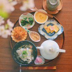Japanese food 和食 朝ごはん お茶漬け 桜 Sakura Japanese Food, Food And Drink, Plates, Breakfast, Tableware, Licence Plates, Morning Coffee, Dishes, Dinnerware