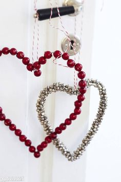 Joulun puuhelmikranssit | Kotivinkki All Things Christmas, Christmas Home, Xmas, Valentines Day Hearts, Be My Valentine, Silent Night, Christmas Projects, Yule, Garland
