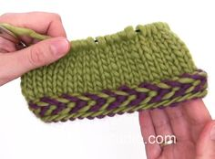 DROPS Knitting Tutorial: How to work a braided edge. In this DROPS video we show you how to work a braided edge. A braided edge is worked best in the round. We first cast on an even number of stitches with 2 different colors. And then we remove the loop Knitting Videos, Crochet Videos, Knitting Stitches, Free Knitting, Knitting Projects, Sock Knitting, Knitting Tutorials, Knitting Machine, Vintage Knitting