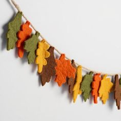 46 Easy And Simple Fall Garland Decoration Ideas. Two important holidays line up during fall and it is very important to consider them when decorating your home. These include Halloween . Autumn Crafts, Thanksgiving Crafts, Holiday Crafts, Fall Felt Crafts, Fall Leaf Garland, Felt Decorations, Garland Decoration, Felt Leaves, Wool Felt
