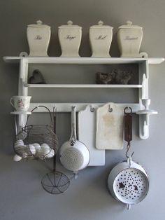 living room ideas – New Ideas Old Kitchen, Country Kitchen, Kitchen Decor, French Kitchen, Kitchen Stuff, Cottage Kitchens, Home Kitchens, Vintage Enamelware, Vintage Kitchenware