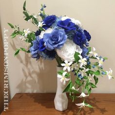 """""""I wish I were a decent photographer; this is gorgeous and I'm frustrated I can't capture that! Last-minute gift for the it has…"""" Paper Flowers Wedding, Wedding Bouquets, Paper Magic, Last Minute Gifts, Flower Crafts, Poppy, Card Making, Craft Ideas, Bride"""