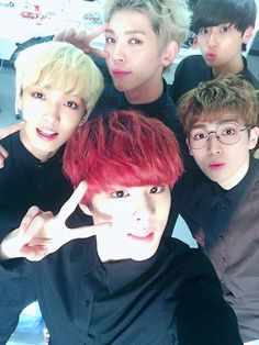 Group shot, on point! Sunyoul, Kuhn, Wei, Gyujin & Wooshin.
