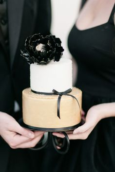 White, gold and black cake: http://www.stylemepretty.com/florida-weddings/2014/12/25/holiday-inspired-engagement-session/ | Photography: Debora Eby - http://www.debraeby.com/