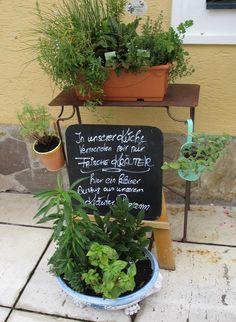 Kräuter-Ecke im Landgasthof zur Linde in Brand-Laaben. Planter Pots, Lawn And Garden, Nice Asses, Plant Pots