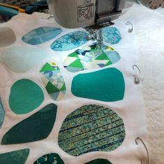 Quilting Tutorials, Quilting Projects, Quilting Designs, Textiles, Ocean Quilt, Landscape Art Quilts, Quilted Ornaments, Scrappy Quilts, Mini Quilts