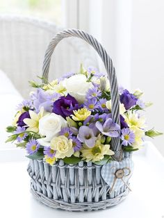 Ideas For Flowers Bouquet Box Valentines Day Basket Flower Arrangements, Floral Arrangements, Flower Baskets, Deco Floral, Floral Design, Bouquet Box, Corporate Flowers, Flower Quotes, Decoration Table
