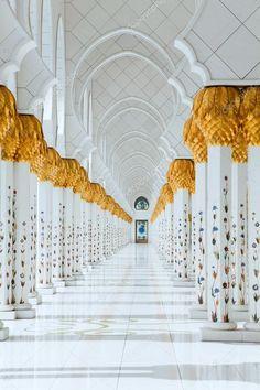 mesquita emirados arabes unidos | Mesquita Sheikh zayed, em abu dhabi, Emirados Árabes ... Mosque Architecture, Religious Architecture, Amazing Architecture, Abu Dhabi, Black Phone Wallpaper, Beautiful Mosques, Clinic Design, Grand Mosque, Amazing Buildings