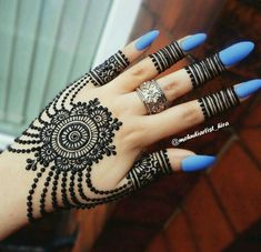Mehndi is something that every girl want. Arabic mehndi design is another beautiful mehndi design. We will show Arabic Mehndi Designs. Simple Arabic Mehndi Designs, Henna Art Designs, Mehndi Designs For Girls, Mehndi Designs For Beginners, Modern Mehndi Designs, Mehndi Design Pictures, Mehndi Designs For Fingers, Beautiful Henna Designs, Latest Mehndi Designs