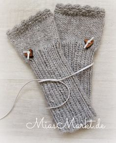Mia from the market- Mia vom Markt Mia from the market - Fingerless Gloves Knitted, Knit Mittens, Knitting Socks, Baby Knitting, Knitting Wool, Knitting Projects, Crochet Projects, Knitting Patterns, Crochet Patterns