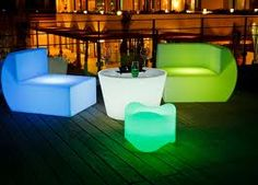 Modern Interior Design Ideas to Brighten Up Rooms with LED Lighting Fixtures Led Furniture, Lounge Furniture, Outdoor Furniture Sets, Furniture Design, Cool Lighting, Outdoor Lighting, Modern Lighting, Salas Lounge, Brighten Room
