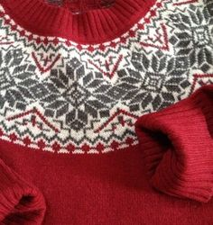 Sweater Fair Isle ladies... this is on Ebay but pinning here for the colour and pattern