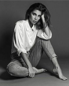 casual seated pose for a photoshoot. casual seated pose for a photoshoot. Portrait Photography Poses, Photo Portrait, Photography Poses Women, Photography Ideas, Modelling Photography, Modelling Poses, Woman Portrait Photography, Self Portrait Poses, Photography Business