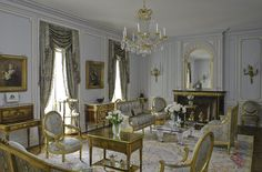 18th Century House in Brooklyn Gallery | Robert Couturier | décor, architecture & design <3 table.