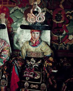 Ladakhi, India Jimmy Nelson Tribes Of The World, People Of The World, Dalai Lama, Photography Women, Vintage Photography, Jimmy Nelson, Shades Of Maroon, Portraits, Famous Photographers