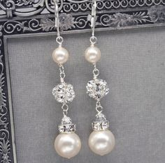 Long Pearl and Rhinestone Dangle Earrings Bridal por LizardiBridal, $37.00
