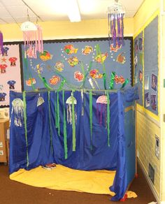 Under the sea role-play area classroom display photo - Photo gallery - SparkleBox Under The Sea Crafts, Under The Sea Theme, School Displays, Classroom Displays, Role Play Areas, Dramatic Play Area, Ocean Crafts, Rainbow Fish, Ocean Themes