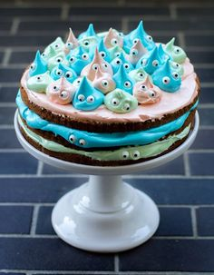 Monster cake / no receipe, inspiration only This can also easily be adapted for a creative -- and super easy -- trolls cake.