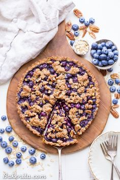This Blueberry Crisp Tart with Oatmeal Crust comes together quickly and easily, and it's the perfect use for your fresh blueberries! This simple recipe is gluten-free & vegan. Blueberry Crisp, Vegan Blueberry, Blueberry Recipes, Oats Recipes, Vegan Recipes, Cooking Recipes, Delicious Recipes, Blueberry Cake, Pie Recipes
