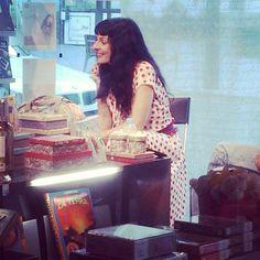Roser Amills en la llibreria Bassa de Móra d'Ebre presentando Me gusta el sexo!!!