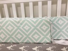 Mint bumper with white sheet and light gray skirt