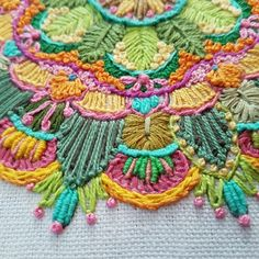 המנדלה שרקמה מאיה מור על הדפס מוניטה Embroidery Ideas, Hand Embroidery, Stitches, Crochet Necklace, Quilts, Amazing, Inspiration, Design, Feltro