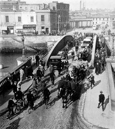Butt Bridge, 1927 Dublin Street, Dublin City, Old Pictures, Old Photos, Vintage Photos, Photo Engraving, Ireland Homes, Irish Celtic, Emerald Isle