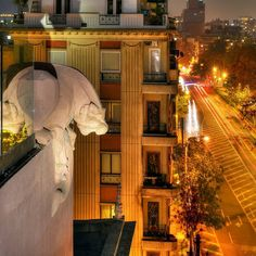 O Hotel Luciano K @lucianokhotel ocupa o edifício icônico conhecido em Santiago…