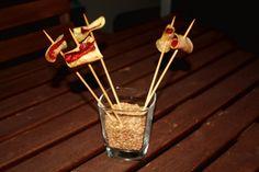 """A Tapear! Valladolid, de donde yo soy, es una ciudad donde hay mucha variedad de bares y restaurantes para ir de pinchos y tapas. La receta que os propongo la hice en el curso """"Tapas y pinchos originales"""" con Jesús Ramiro. Es un encanto de persona y un magnífico chef. Su Restaurante-GastroBar se llama Ramiro's …"""