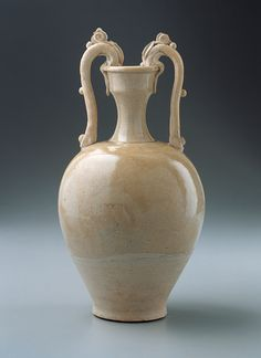 Amphora-Shaped Vase is Chinese variation of a Hellenistic vase with looped handles, finely crackled, almost colorless glaze that separates the glossy upper body from the unglazed portion below. China Art, China China, Vase Shapes, Chinese Ceramics, Ancient China, China Painting, Sculpture, Ancient Artifacts, Porcelain Ceramics