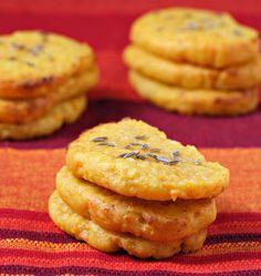 Voici une recette de biscuits moelleux salés aux carottes et cumin aux allures de cookies sucrés qui vont tromper vos invités. Pour tous les amateurs de brunch, rien de mieux que de préparer de bons petits plats diversifiés pour satisfaire tous les convives.