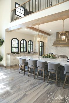 I fell in mad love with this gorgeous kitchen last year during the SLC Parade of Homes and just realized I never shared it with you guys. 🙌🏻🙌🏻 Isn't it amazing? ❤ It was built by Tree Haven Homes. So beautiful! Have a great Sunday friends! Modern Farmhouse Kitchens, Home Kitchens, Farmhouse Cabinets, Custom Kitchens, Kitchen Modern, French Farmhouse, Farmhouse Style, Kitchen Cabinets, Home Design