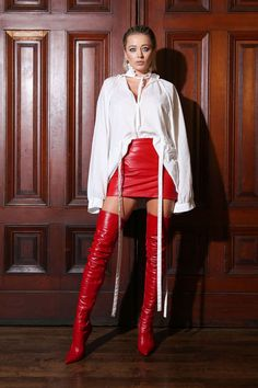 Caroline Vreeland attends Marc Jacobs show red leather miniskirt and red thigh boots runway fashion Thigh High Boots, High Heel Boots, Heeled Boots, Shoe Boots, Shoes Heels, High Leather Boots, Red Leather, Skirts With Boots, Hot High Heels