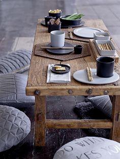 Aan tafel met bloomingville decoração com madeira, mesas baixa Wabi Sabi, Home Decor Bedroom, Entryway Decor, Home Furniture, Modern Furniture, Appetizer Buffet, Small Entryways, Elderly Home, Food System