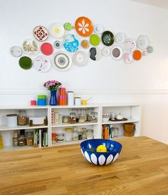vintage plates for wall decor in the kitchen. how appropriate!