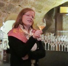 Sabine Ohler-Jost präsentiert die Weine der Roten Nacht