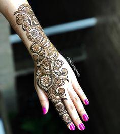 Top Simple Mehndi Designs - Easy-Peasy Yet Beautiful! Latest Arabic Mehndi Designs, Back Hand Mehndi Designs, Henna Art Designs, Stylish Mehndi Designs, Mehndi Designs For Beginners, Mehndi Designs For Girls, Mehndi Design Photos, Wedding Mehndi Designs, Dulhan Mehndi Designs