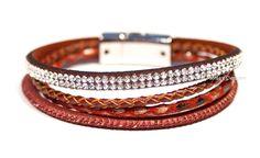 Rode chique leren armband met swarovski elements.
