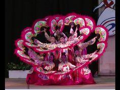 Korean traditional fan dance, performed at Namsan Korean traditional folk village in Seoul on weekends. Martha Graham, Folk Dance, Dance Art, Korean Traditional, Traditional Outfits, Authentic Korean Food, Drama Theatre, Teach Dance, Samba Costume