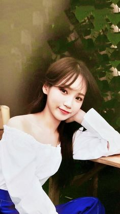 Chaewon Kpop Girl Groups, Korean Girl Groups, Kpop Girls, Choi Yoojung, Japanese Girl Group, Female Singers, The Wiz, In This Moment, Pretty
