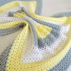 Superbly Simple Baby Blanket This crochet pattern / tutorial is available for free... Full post: Superbly Simple Baby Blanket