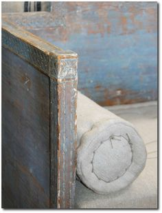 Swedish ANtiques 3 Decorating With Blue: Swedish Style Decorating Ideas Swedish Decor, Swedish Style, Scandinavian Style, French Style, French Daybed, Modern Colonial, Swedish Interiors, Rustic Luxe, Milk Paint