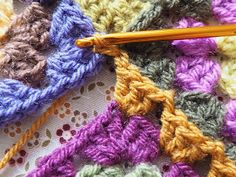 Detailed photo tutorial on how to crochet a granny square for absolute beginners. Crochet Squares, Crochet Granny, Easy Crochet, Granny Squares, Elephant Baby Blanket, Crochet Elephant, Crochet Chart, Crochet Stitches, Crochet Patterns