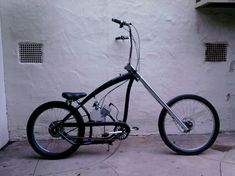 Custom Motorized Bicycles something like this is what I have in mind Cool Bicycles, Vintage Bicycles, Cool Bikes, Moped Bike, Chopper Bike, Gas Powered Bicycle, Bicycle Engine Kit, Bike Cart, Lowrider Bicycle